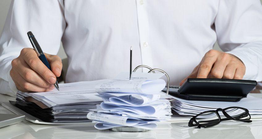 Buchhalter bei der Arbeit